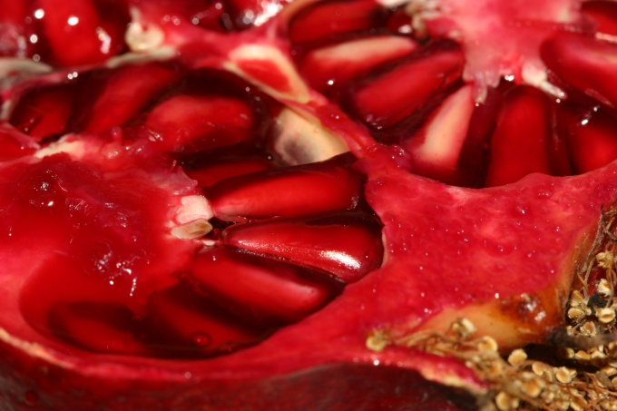 How to squeeze pomegranate juice