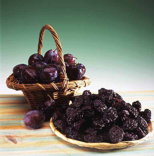 How to dry prunes