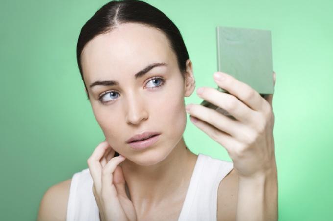 How to hide cheekbones