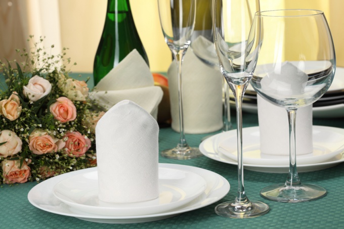 How to set the table for guests