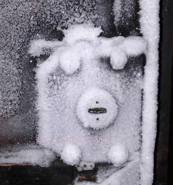Как открыть замерзшие замки гаража