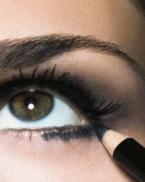 How to paint the lower eyelid