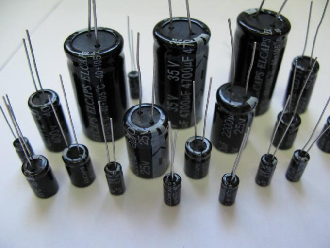 Как найти заряд конденсатора