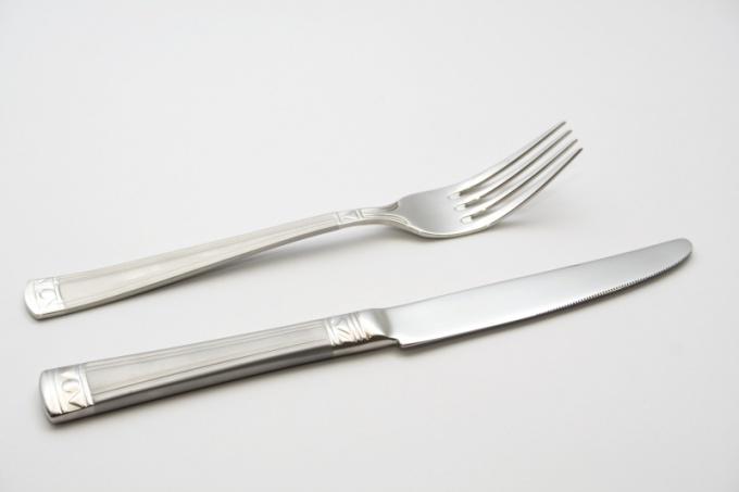 Как чистить столовое серебро