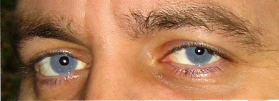 Как сделать на фото голубые глаза