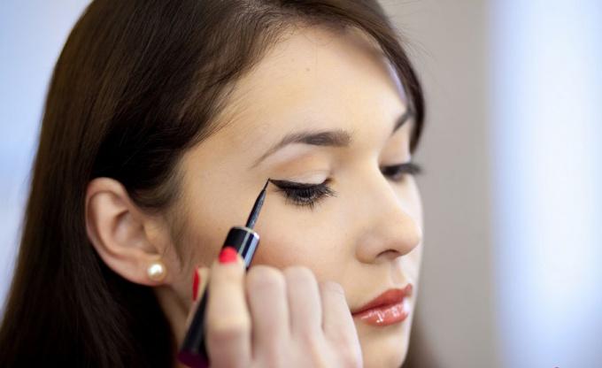 Как накрасить узкие глаза