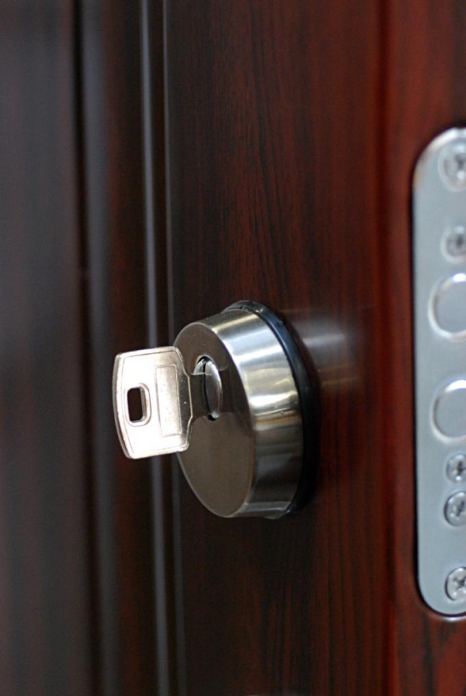 How to change the larva in the door lock.