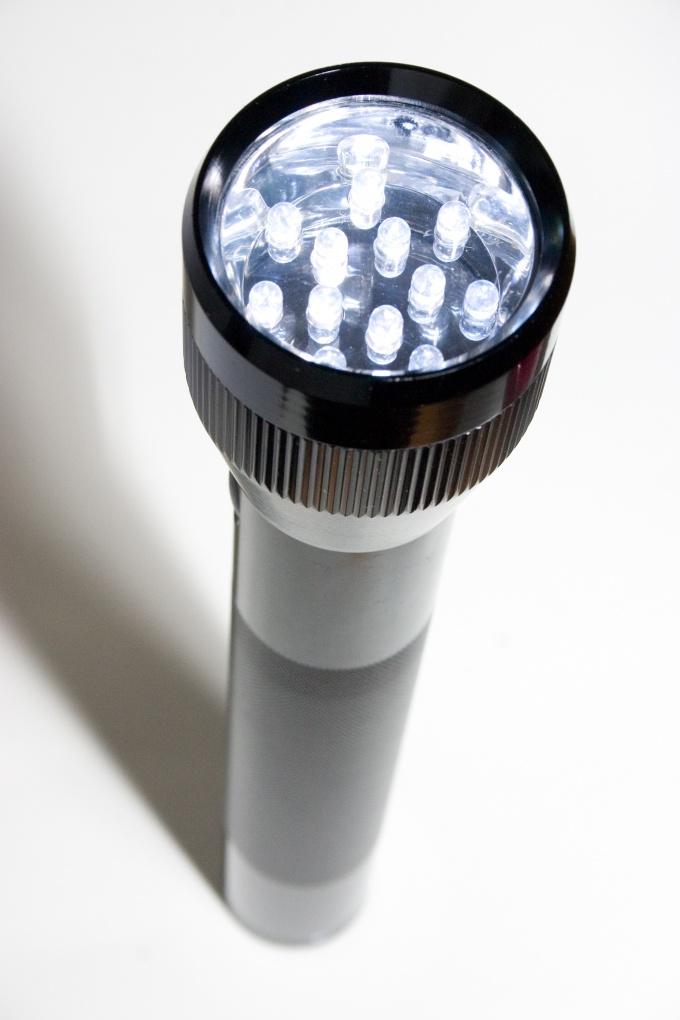Как сделать фонарик на светодиодах