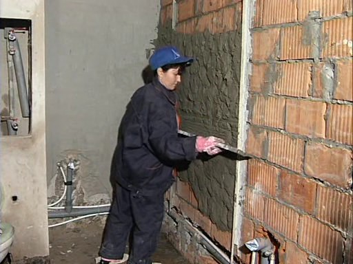 Как оштукатурить кирпичные стены