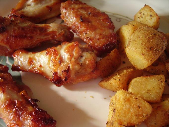 Как приготовить курицу в духовке с картофелем