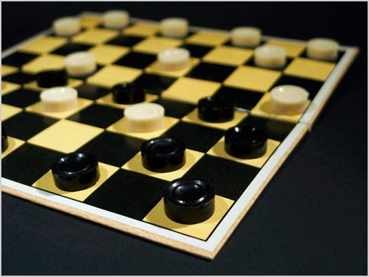Как научить ребенка играть в шашки