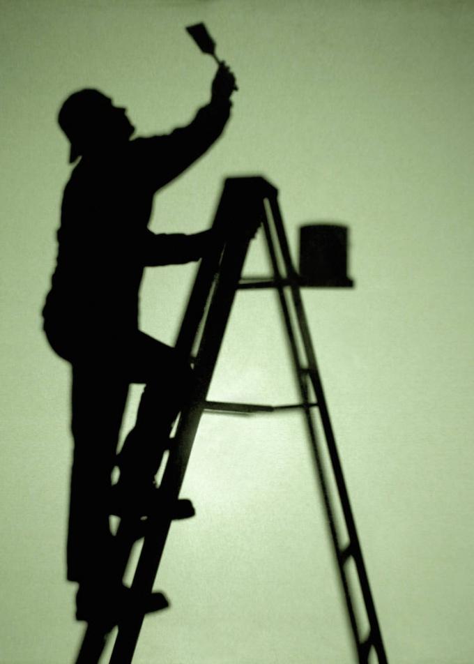 Как заделать щели в потолке