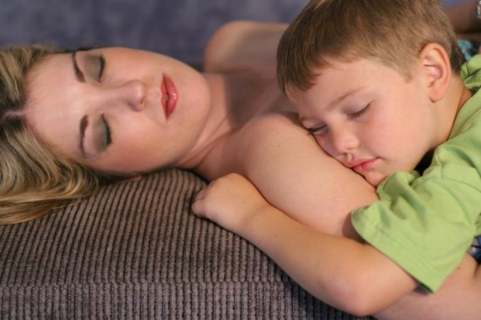 Как уложить ребенка спать ночью