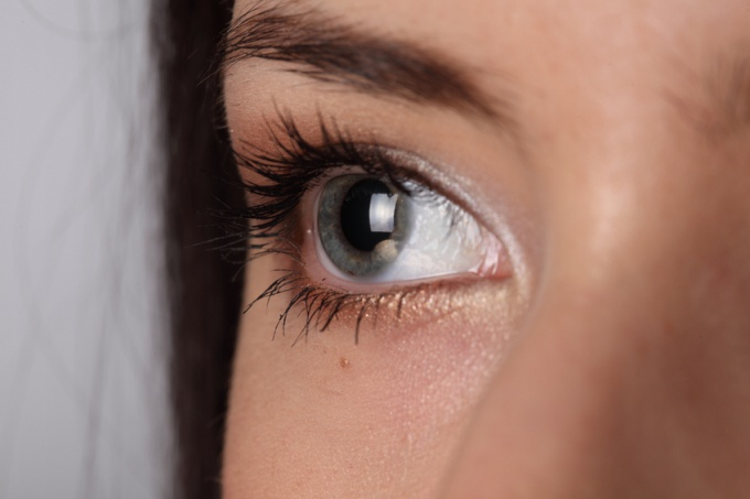 How to remove swelling from the eyelids