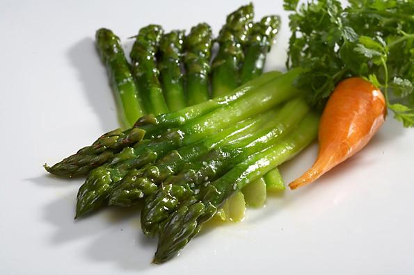 Как приготовить салат со спаржей