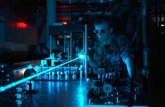 Как сделать лазерную сигнализацию