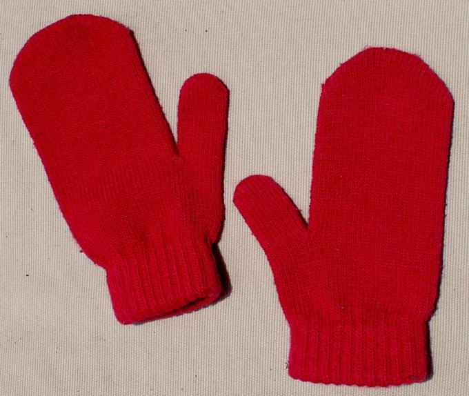 Как вывязать палец на варежке