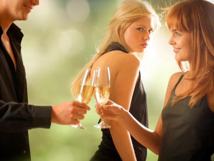 Как заставить жену ревновать