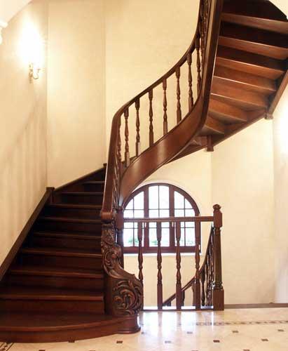 Как оформить лестницу