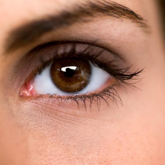 Как отбелить белок глаз