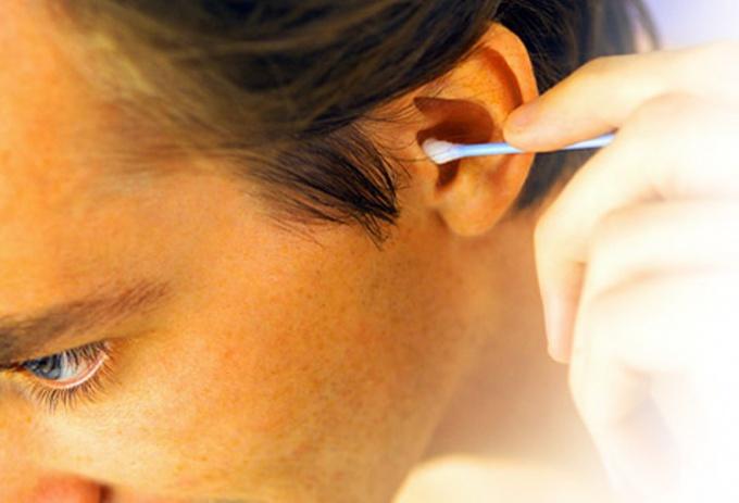 Как прочистить ушные пробки