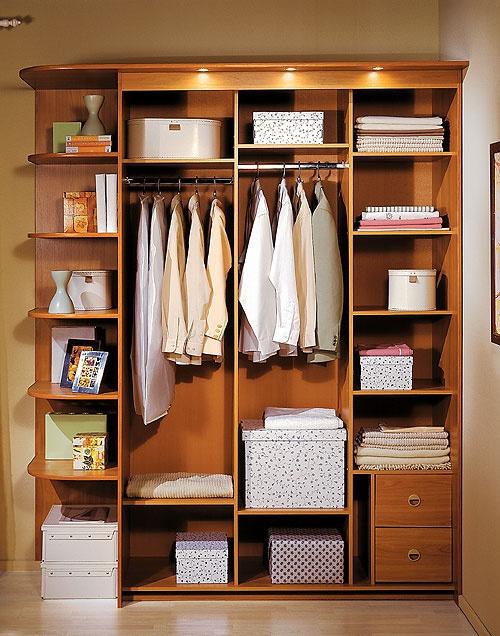 Как складывать вещи в шкаф