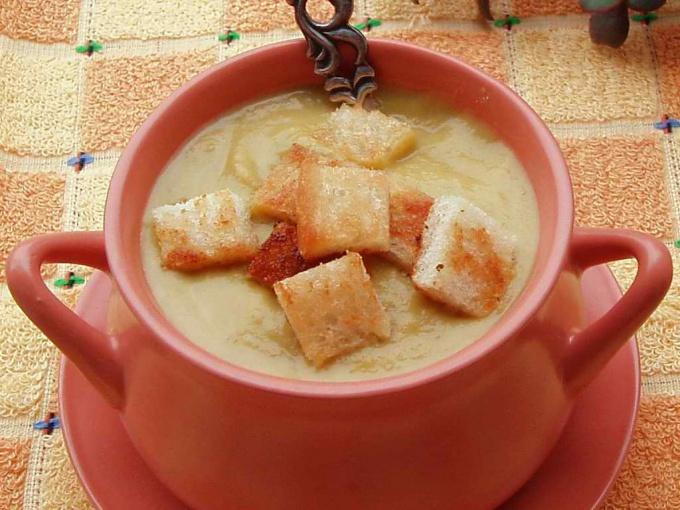 Как приготовить картофельный суп с сыром и гренками