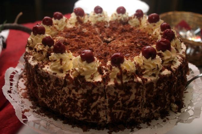 Как испечь киевский торт