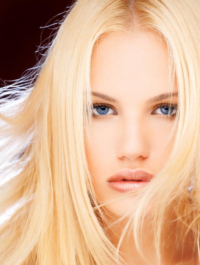 Как обесцветить волосы без урона