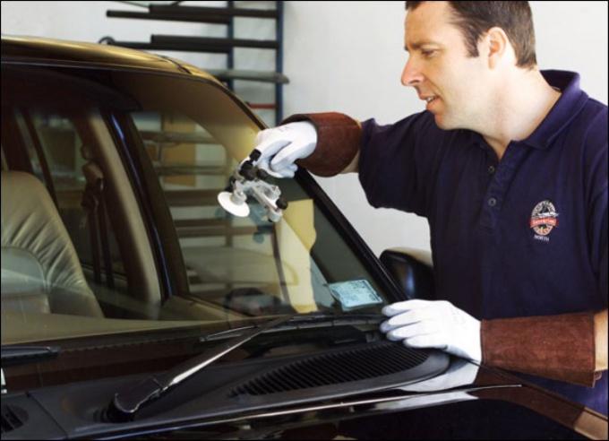 Как отремонтировать трещину на стекле