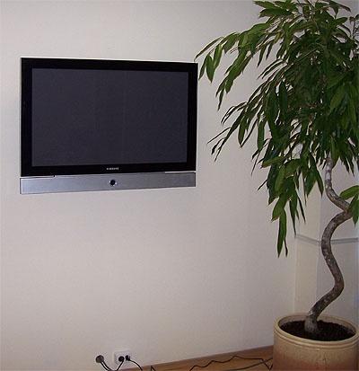Как повесить на стену монитор