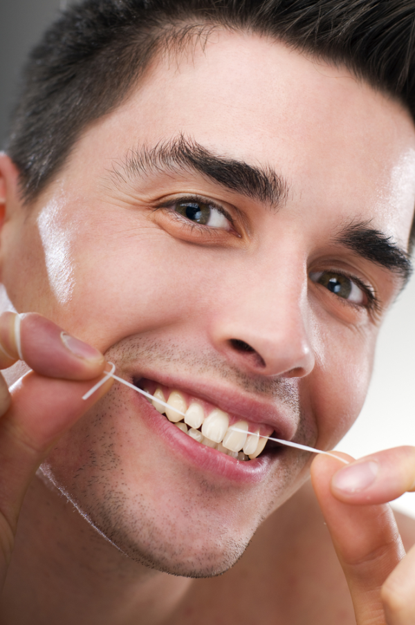 Как чистить зубной нитью