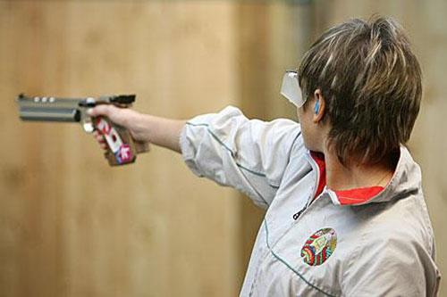 Как держать пневматический пистолет