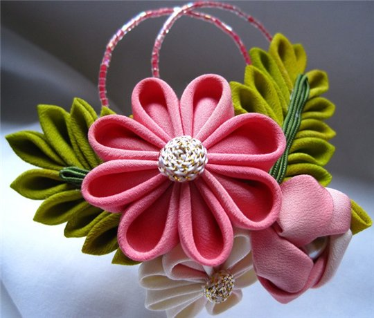 How to make decorations out of ribbons