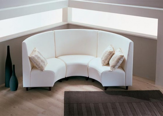 Как почистить светлые диваны
