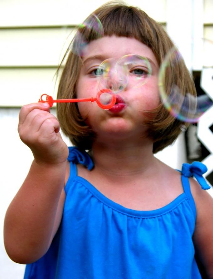 Как приготовить раствор для мыльных пузырей