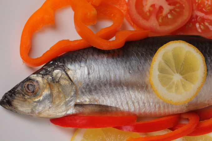 How to get the smell of fish from clothes