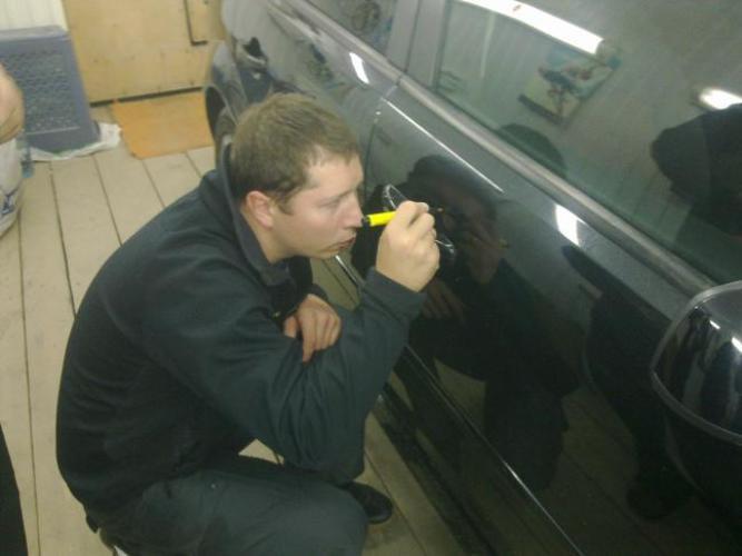 Как замазать царапину на машине