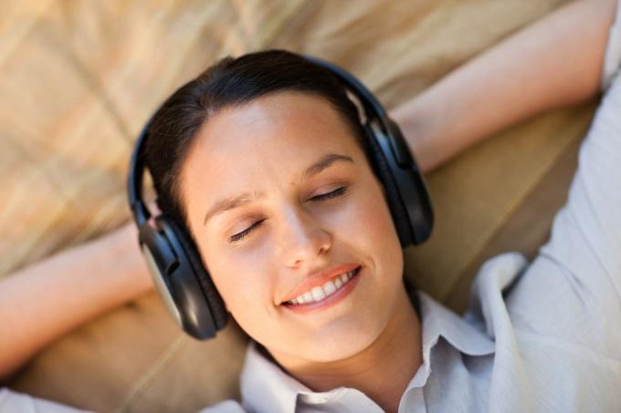 Как узнать автора песни
