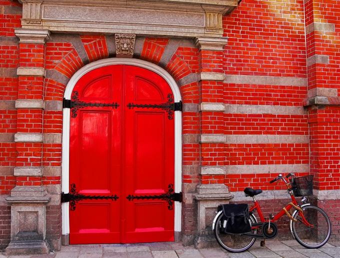 Как перекрасить дверь