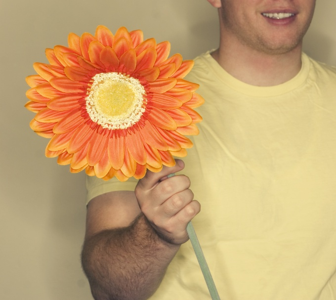 How to hint a guy for the flowers