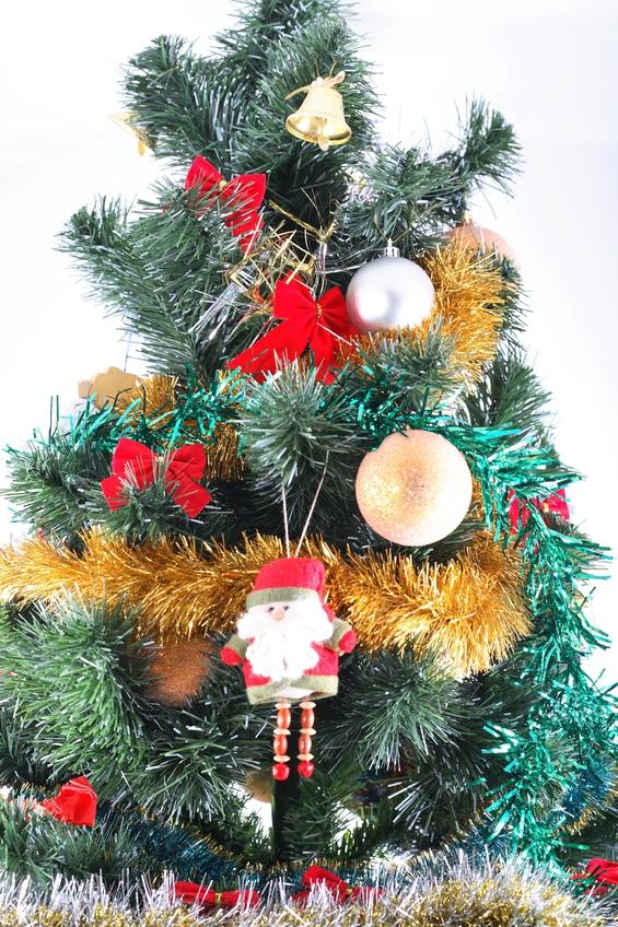 Как сохранить дольше новогоднюю елку