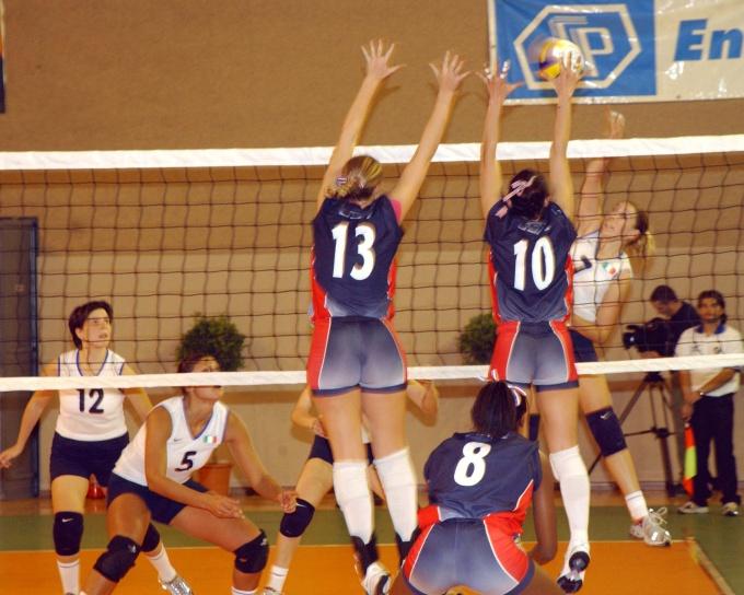 Как подавать мяч в волейболе