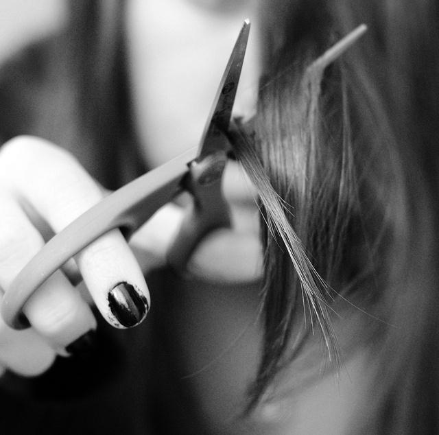 Как подстричь рваную чёлку