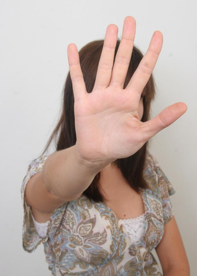 Как убрать лишнее с лица на фотографии