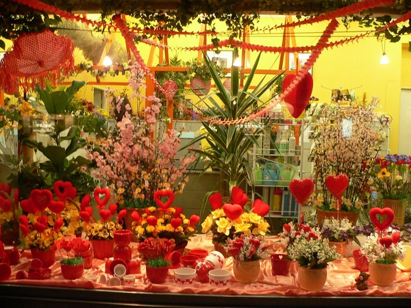 How to decorate a flower shop