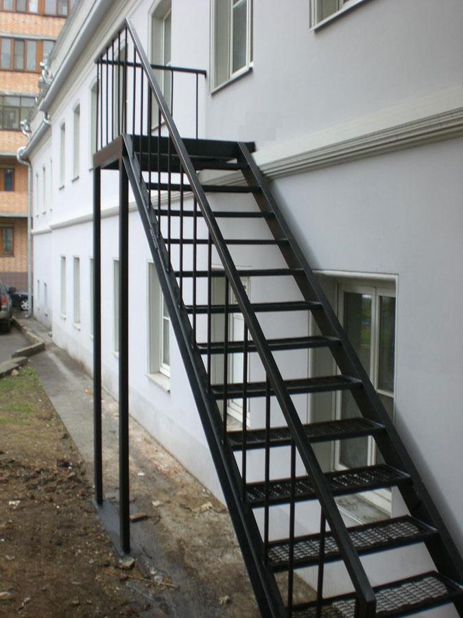Как сделать лестницу на даче 241