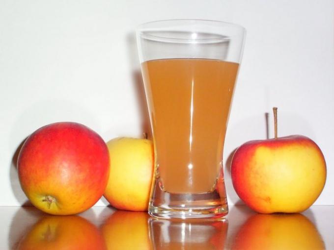 Как вводить яблочный сок в прикорм