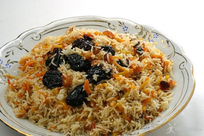 Как приготовить рис с черносливом