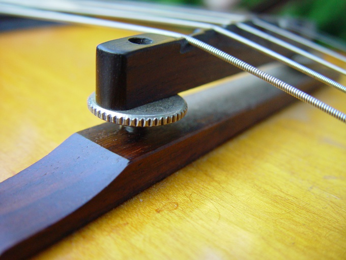How to connect a electric acoustic guitar